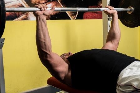 schmerzfreies Bankdrücken: Trainingstipps gegen Schulterschmerzen