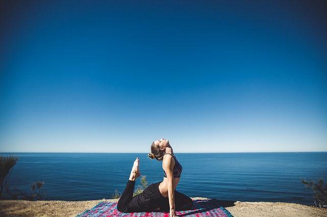 Dehnen im Krafttraining: Sinn & Nutzen von Stretching