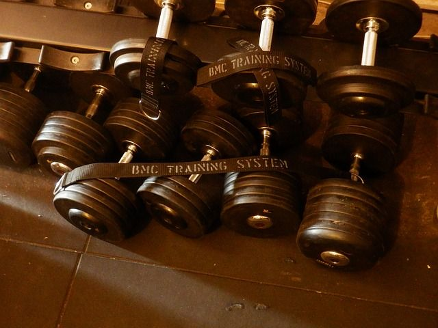 Kurzhanteln für einen Muskelaufbau Trainingsplan