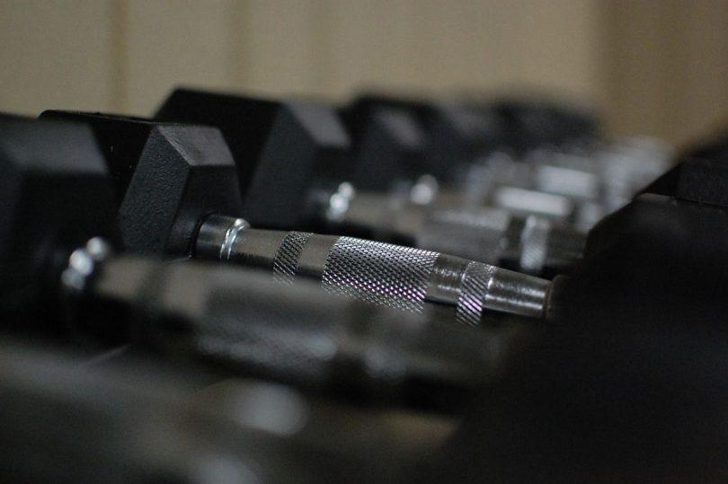 Giant Sätze für maximalen Muskelaufbau bei wenig Zeit mit Trainingsplan