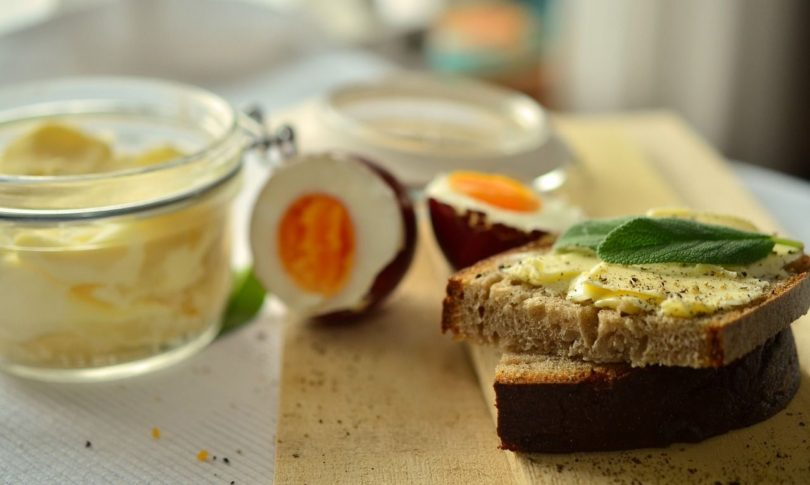 Low Carb Chia Brot mit Quark, Rezept für Eiweißbrot