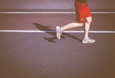 Läufer auf Asphalt, Schienbeinkantsensyndrom Shin Splints