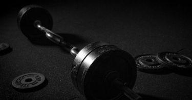 Hantel auf dem Boden: Push-Pull Trainingspläne