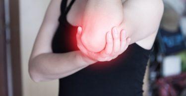 Tennisarm behandeln: Übungen gegen Unterarmschmerzen bei Epicondylitis