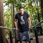 Dips als Brustübung: Technik & Ausführung von Beugestütz