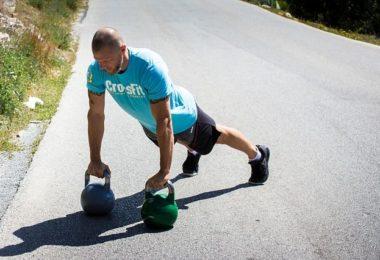 Mann beim Sport & Training mit Sonnenbrand