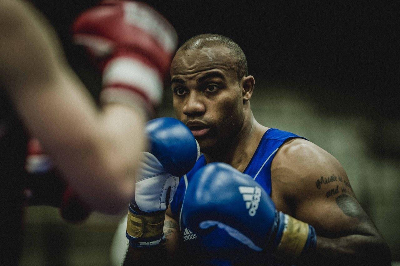 2 Boxer Fitness und Kampfsport