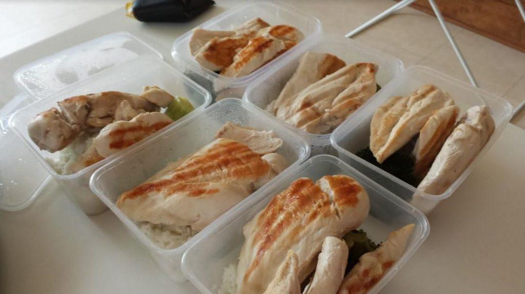 Hähnchenbrust in Tupperdosen: Sporternährung muss nicht kompliziert sein
