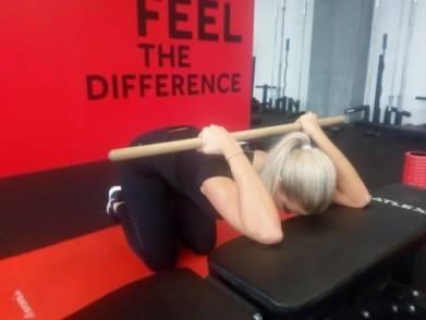 Reha bei Rückenschmerzen - richtige Atmung & Dehnung