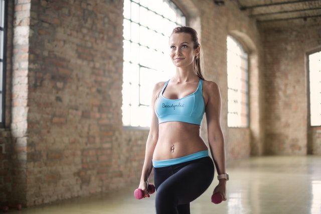 Training mit Alltagsgegenständen Ausfallschritte