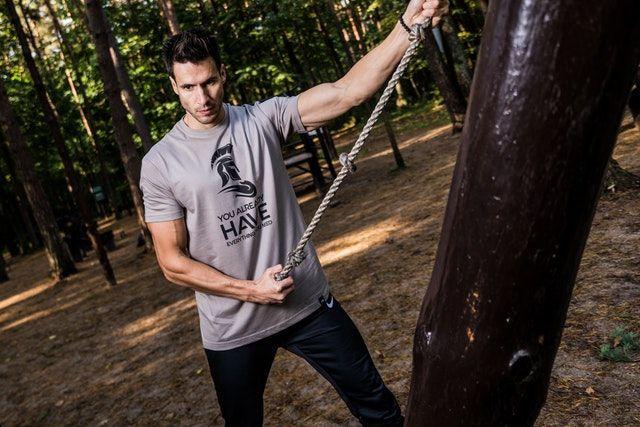 Brust & Bizeps Stretch - eine Dehnung für gesunde Schultern