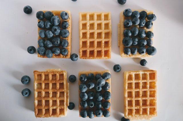Protein Waffel Rezept mit Blaubeeren als Topping