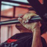 Beweglichkeit der Hangelenke für das Fitnesstraining verbessern