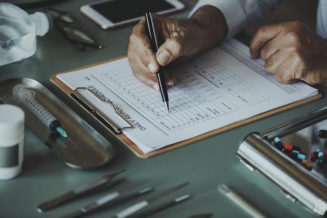 Check-Up beim Arzt für ein Cardio & Krafttraining im Alter